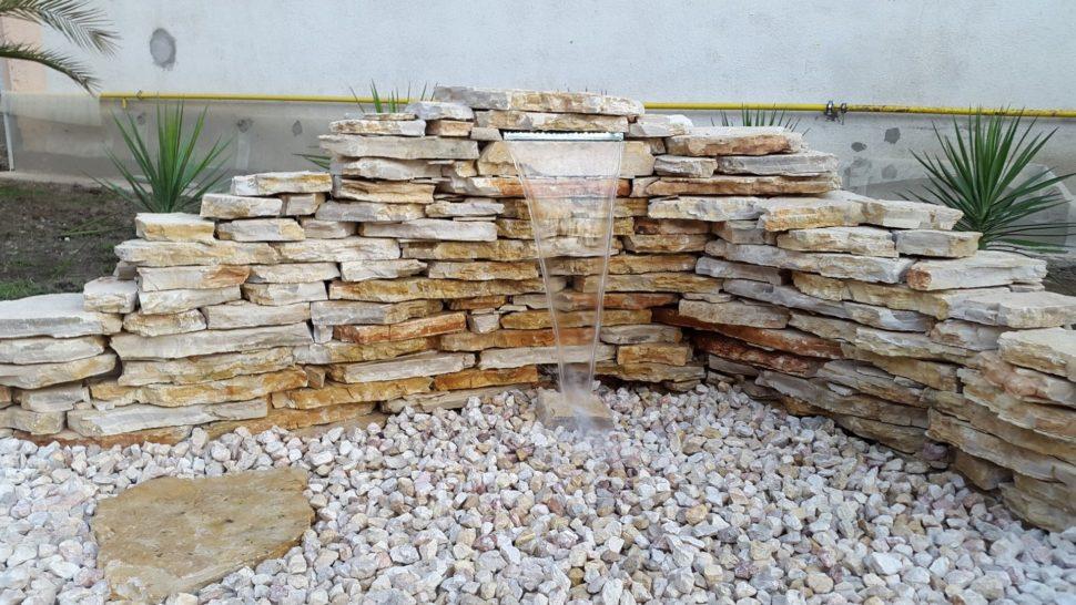 Záhrada Púchov tečenie kamene