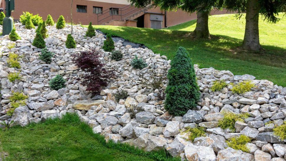 Záhrada Trenčianske Teplice kamene