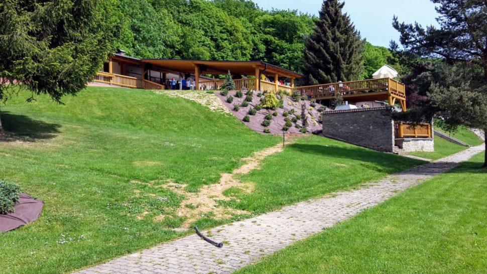 Záhrada Trenčianske Teplice spevnenie svahu