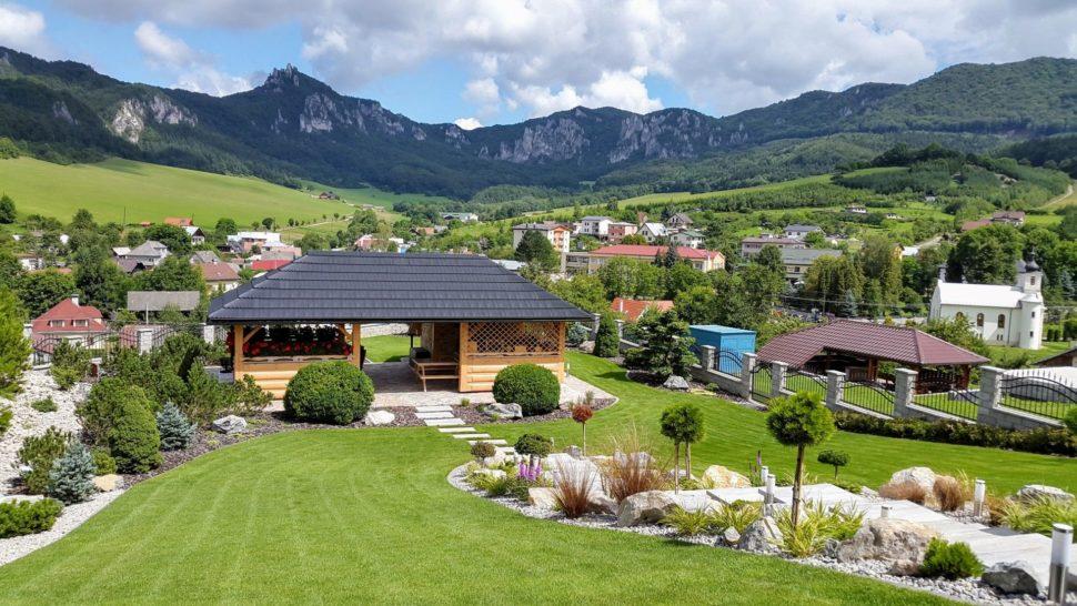Záhrada chata Súľov trávnik